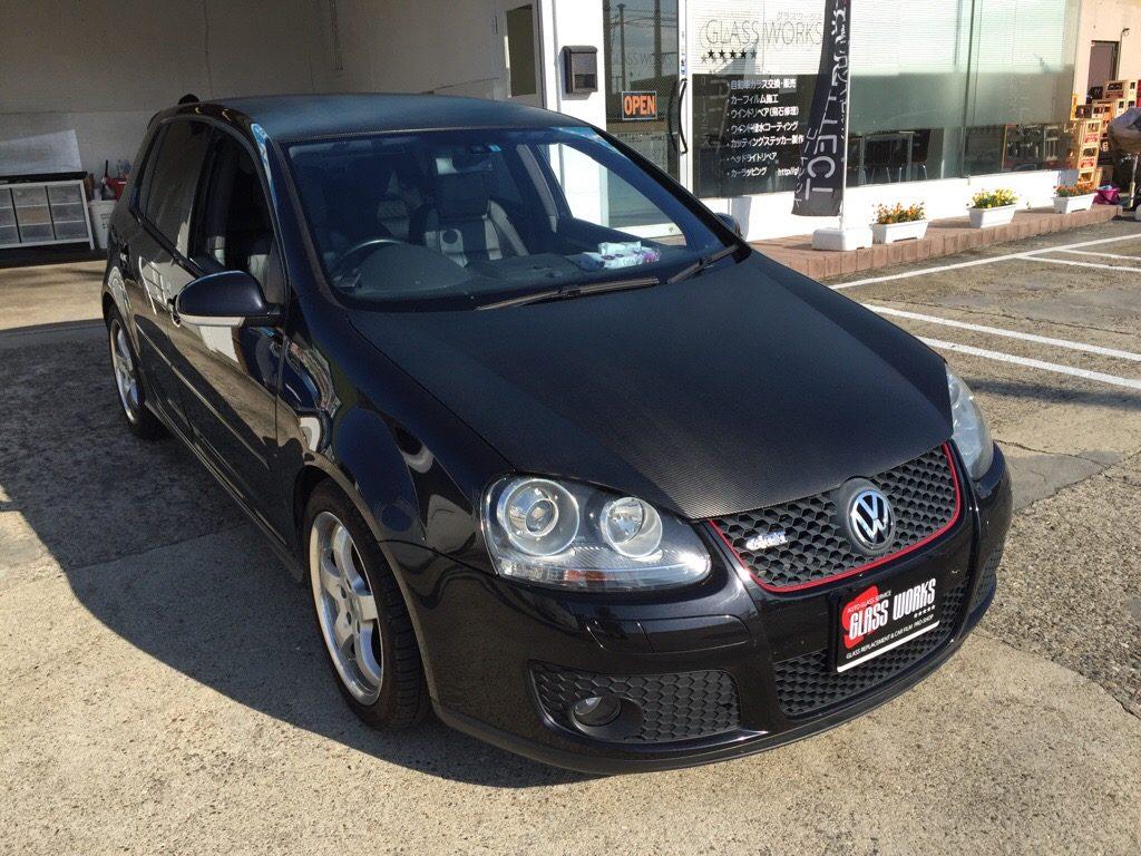 VW ゴルフ5 ブラックカーボンラッピング。