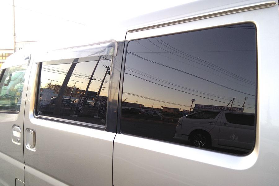 お仕事車にも可視光線透過率3%のフィルム。